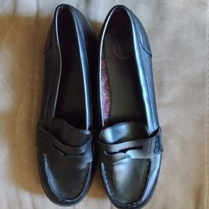 SO black womens loafers. Like new. EUC Size 10